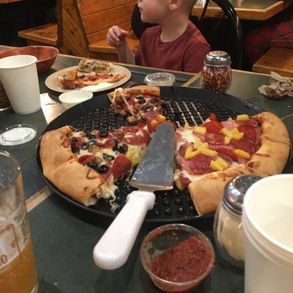 10/27/2018에 Zach S.님이 Woodstock's Pizza에서 찍은 사진