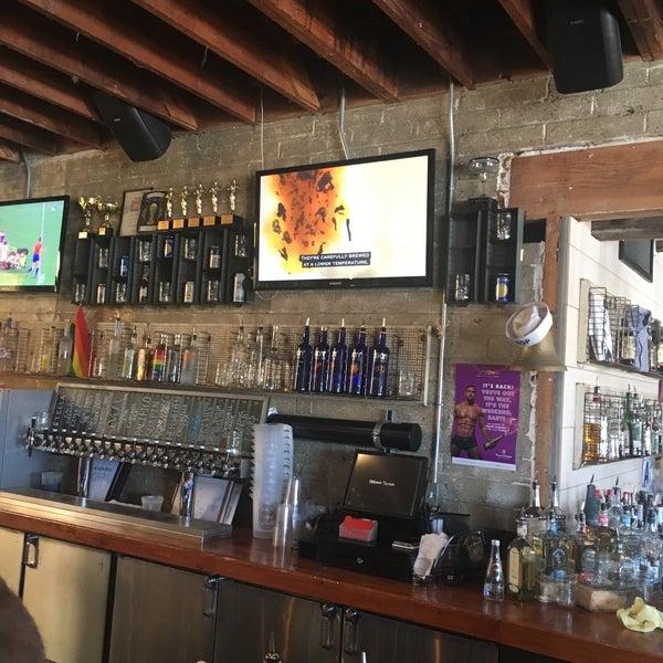 Das Foto wurde bei Uptown Tavern von Zach S. am 7/22/2018 aufgenommen