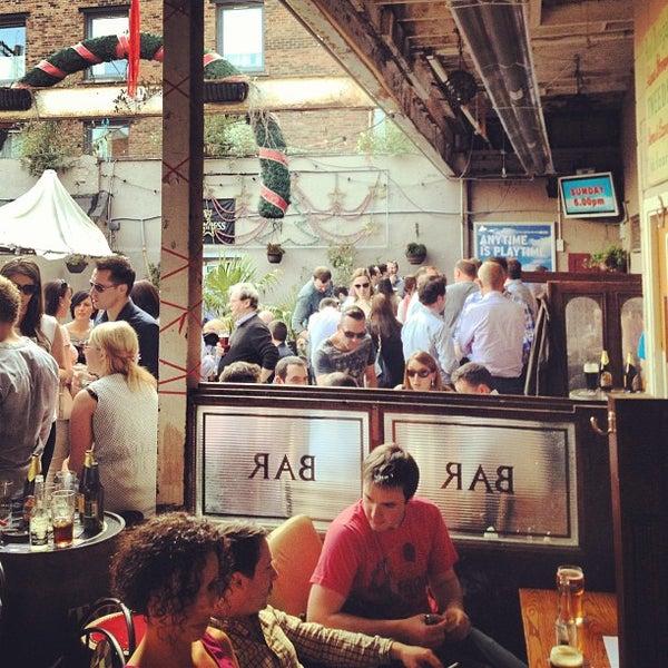 รูปภาพถ่ายที่ Toners Pub โดย James C. เมื่อ 7/5/2013