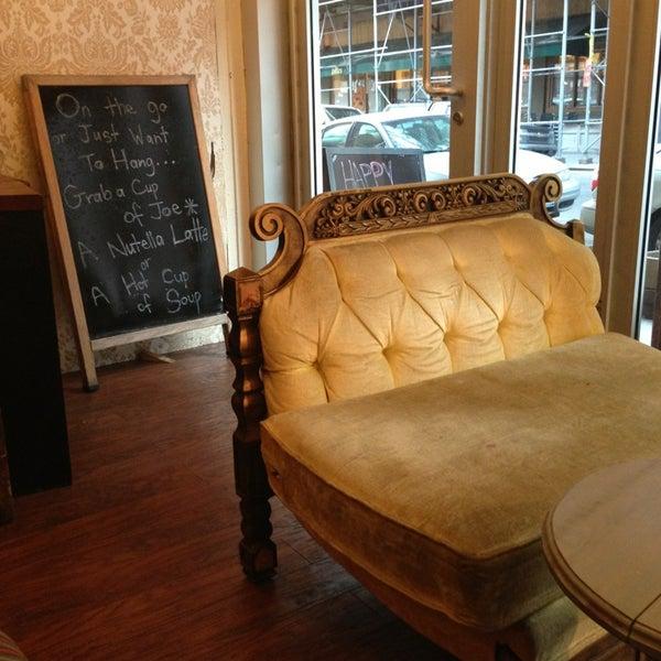 รูปภาพถ่ายที่ Shervin's Cafe โดย Charley S. เมื่อ 2/7/2013