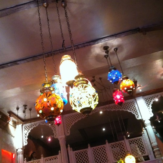รูปภาพถ่ายที่ Devi โดย Andrea Gayle เมื่อ 11/11/2012