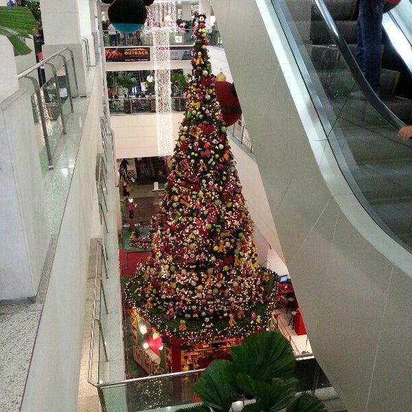 12/12/2012 tarihinde François L.ziyaretçi tarafından Shopping Tijuca'de çekilen fotoğraf