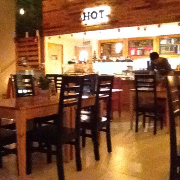 Photo prise au HOT Casual Food Plaza Inn par Marisol le12/20/2014