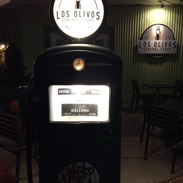 Foto scattata a Los Olivos Wine Merchant Cafe da Gary B. il 11/23/2014