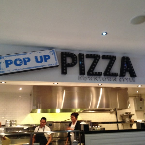 Снимок сделан в Pop Up Pizza пользователем Paul S. 5/21/2013