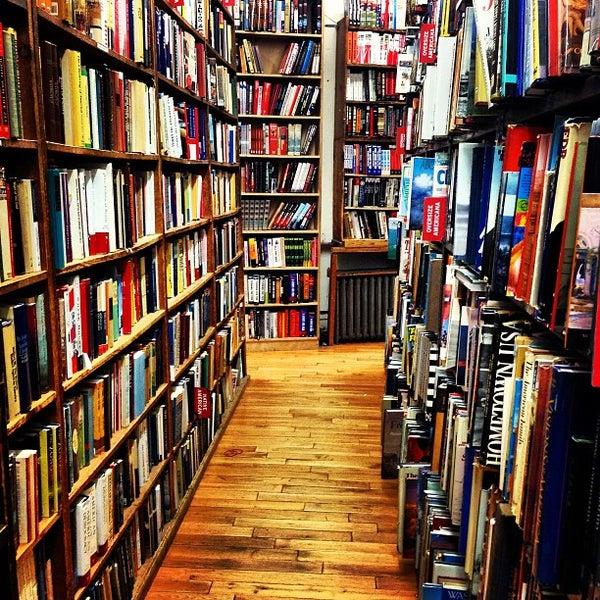 Das Foto wurde bei Strand Bookstore von Shelin M. am 12/30/2012 aufgenommen