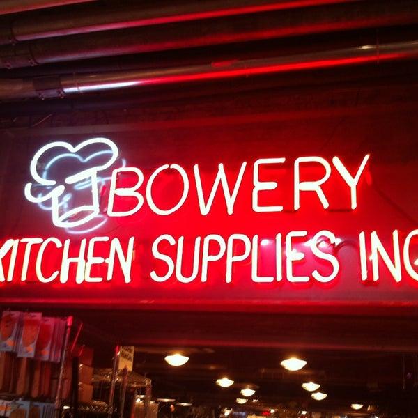 Das Foto wurde bei Bowery Kitchen Supplies von Andrea T. am 2/11/2013 aufgenommen