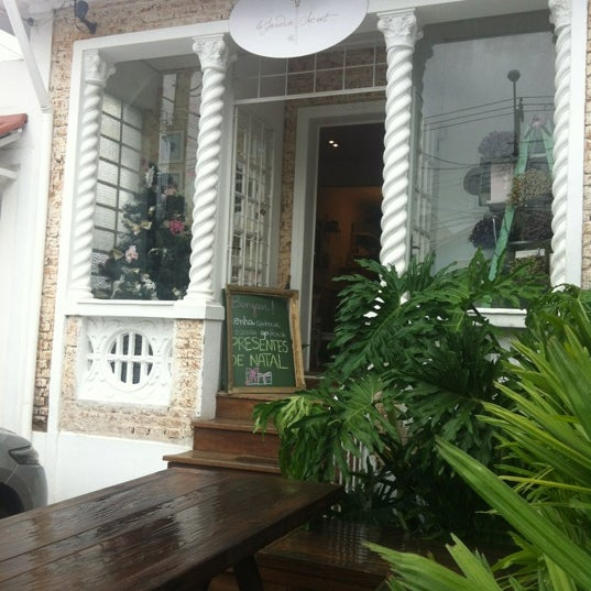 Photo prise au Le Jardin Secret par Milena P. le12/15/2012