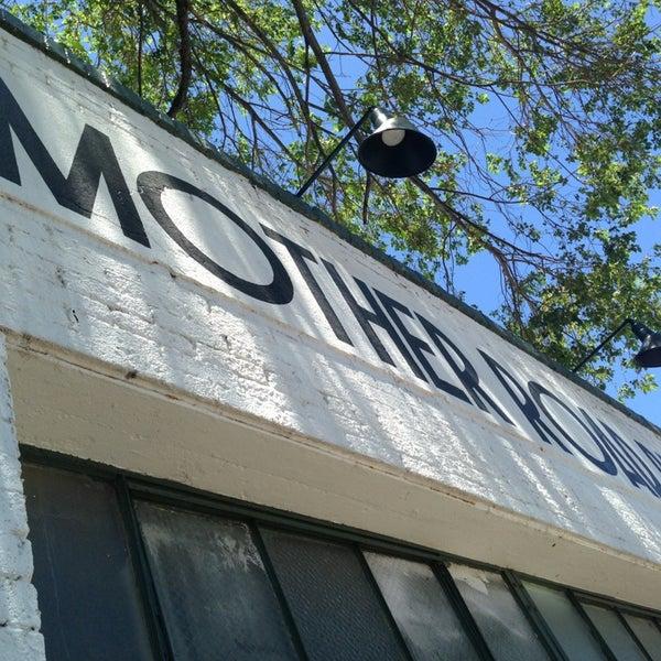 รูปภาพถ่ายที่ Mother Road Brewing Company โดย Ricky P. เมื่อ 6/22/2013
