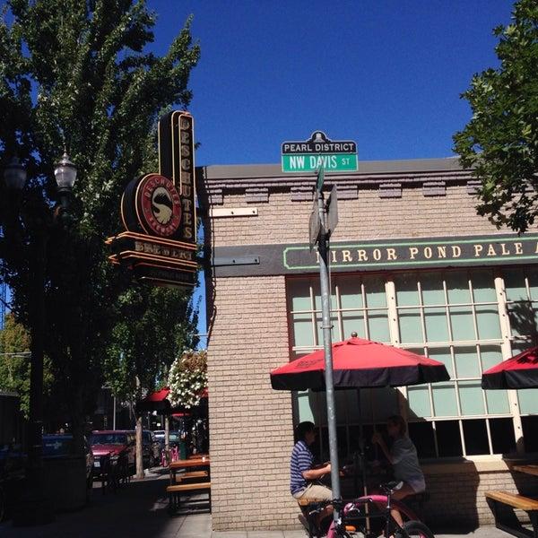 Foto scattata a Deschutes Brewery Portland Public House da Ricky P. il 8/28/2014