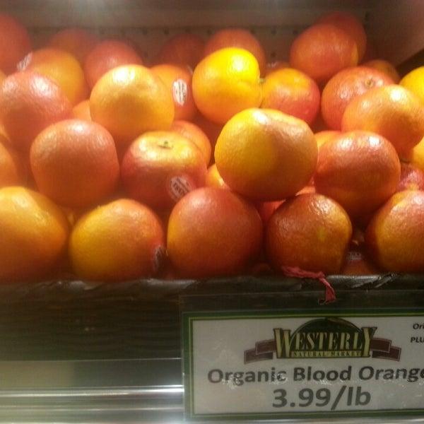 Foto tirada no(a) Westerly Natural Market por Michael G. em 3/16/2013