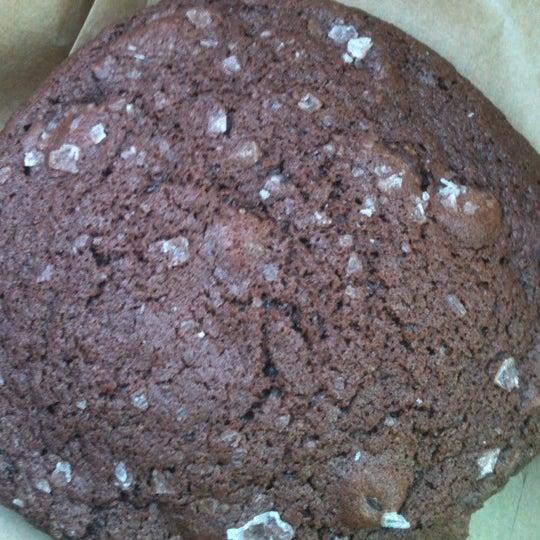 Foto tirada no(a) Urban Cookies Bakeshop por Tonya O. em 11/25/2012