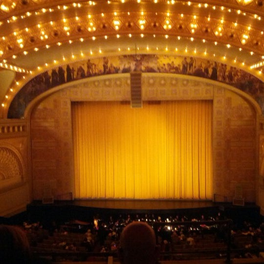 Foto diambil di Auditorium Theatre oleh Jason P. pada 10/27/2012