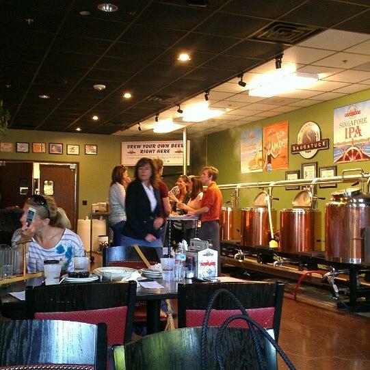 Снимок сделан в Saugatuck Brewing Company пользователем ᴡ B. 8/8/2013