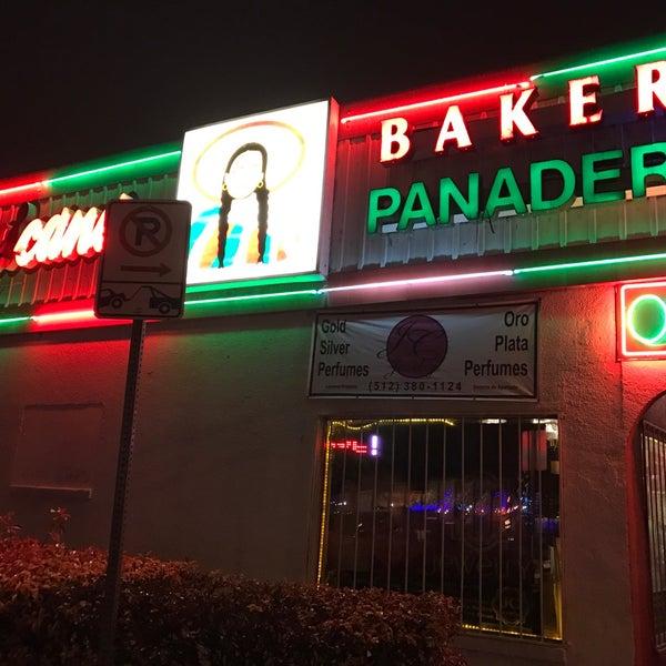 Снимок сделан в La Mexicana Bakery пользователем Bruce 3/13/2017