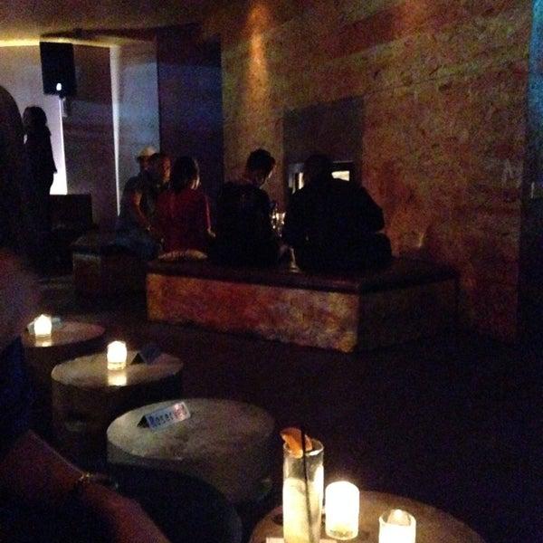 Das Foto wurde bei Vodou Bar von Lesley H. am 11/24/2013 aufgenommen