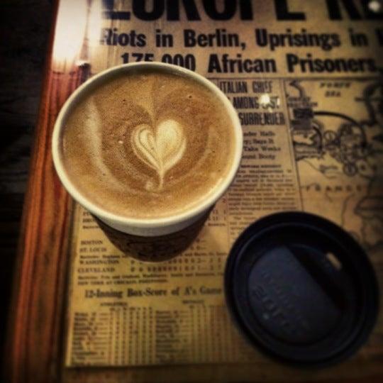 1/5/2013 tarihinde Emily C.ziyaretçi tarafından Thinking Cup'de çekilen fotoğraf