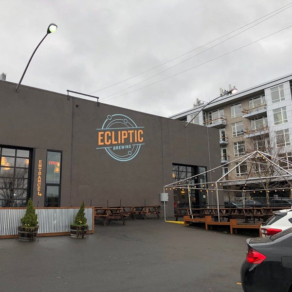 2/21/2020にTom M.がEcliptic Brewingで撮った写真