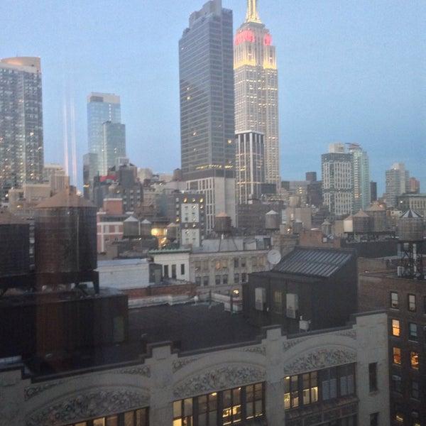 9/26/2013 tarihinde Ann U.ziyaretçi tarafından Hilton New York Fashion District'de çekilen fotoğraf