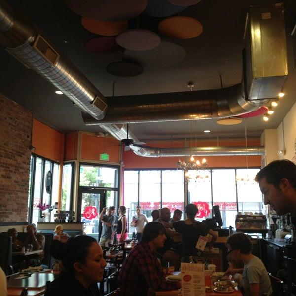 รูปภาพถ่ายที่ Jelly Cafe โดย Tim J. เมื่อ 6/29/2013