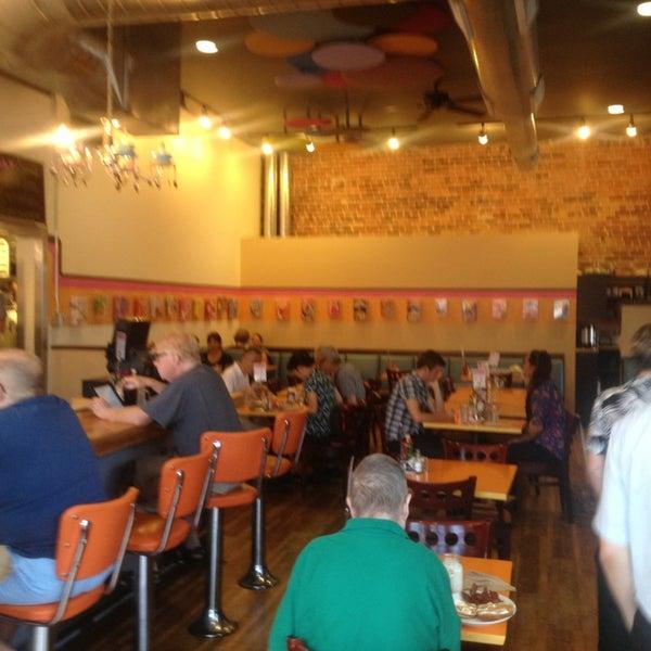 รูปภาพถ่ายที่ Jelly Cafe โดย Tim J. เมื่อ 8/31/2013