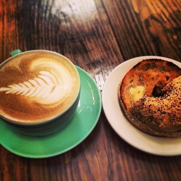Das Foto wurde bei Double Dutch Espresso von Richard L. am 2/16/2014 aufgenommen