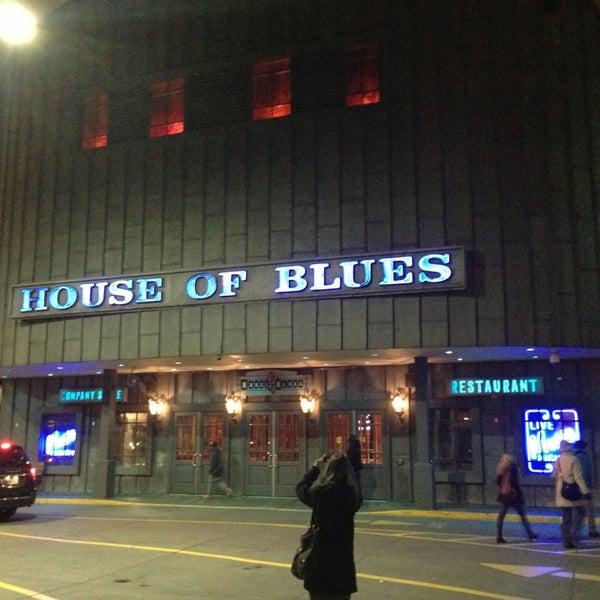 Foto diambil di House of Blues oleh Corinne K. pada 1/16/2013