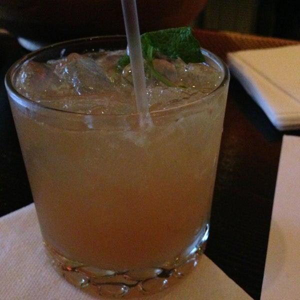 รูปภาพถ่ายที่ Oola Restaurant & Bar โดย Lachlan M. เมื่อ 7/29/2013