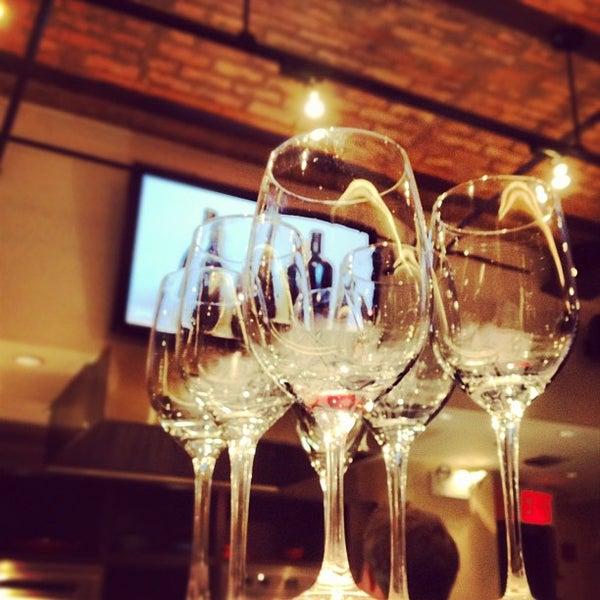 Foto tirada no(a) Astor Wines & Spirits por Greg B. em 9/19/2012