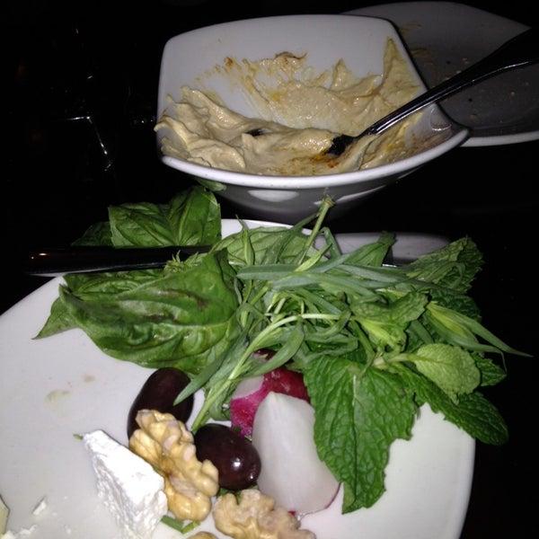 2/7/2014 tarihinde The R.ziyaretçi tarafından Sufi's Restaurant'de çekilen fotoğraf