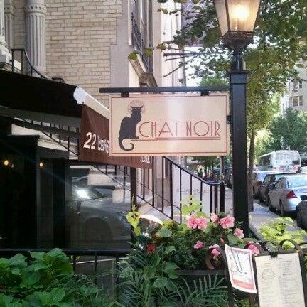 Foto tirada no(a) Bistro Chat Noir por Katie em 10/14/2012