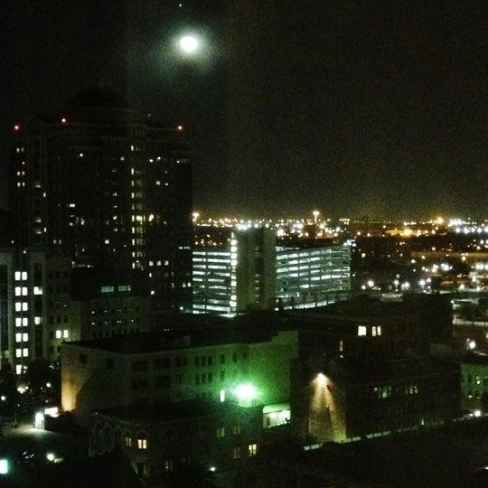 Снимок сделан в Magnolia Hotel пользователем Riefka D. 11/2/2012