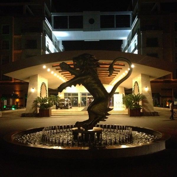 รูปภาพถ่ายที่ Cratos Premium Hotel & Casino โดย Murat L. เมื่อ 5/1/2013