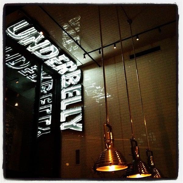 Das Foto wurde bei UnderBelly von Juan T. am 9/22/2012 aufgenommen
