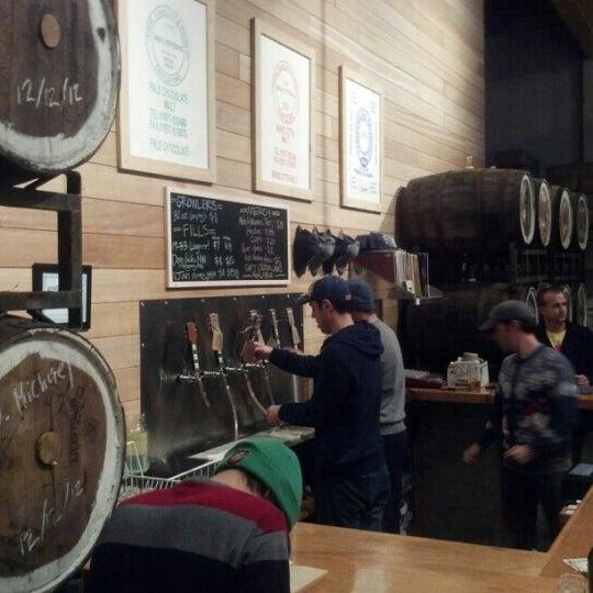 Foto tirada no(a) SingleCut Beersmiths por Brian M. em 12/22/2012