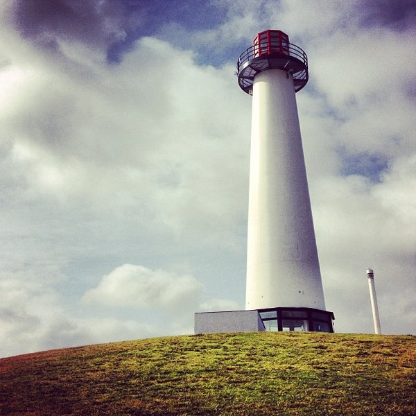 Снимок сделан в Parkers' Lighthouse пользователем Zachary F. 5/28/2013
