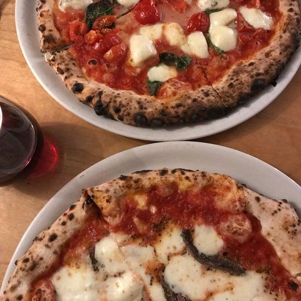 รูปภาพถ่ายที่ Sottocasa Pizzeria โดย Rudy V. เมื่อ 10/4/2017