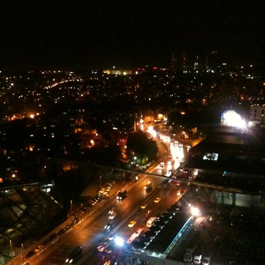 Foto diambil di Mikla oleh Kedi pada 9/14/2012