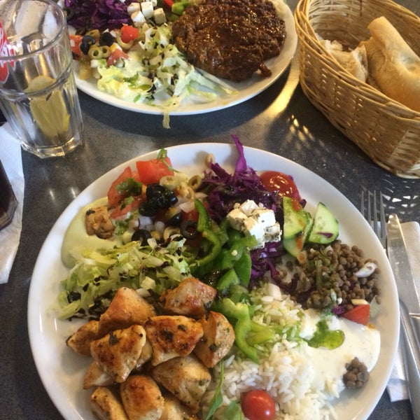Great discovery ❤️ super big dishes (specially salads!!) and amazing sandwiches :) we were impressed by the contineous and fast line outside. Pic:chicken salad and hamburger with salad: 6,5 eurs each