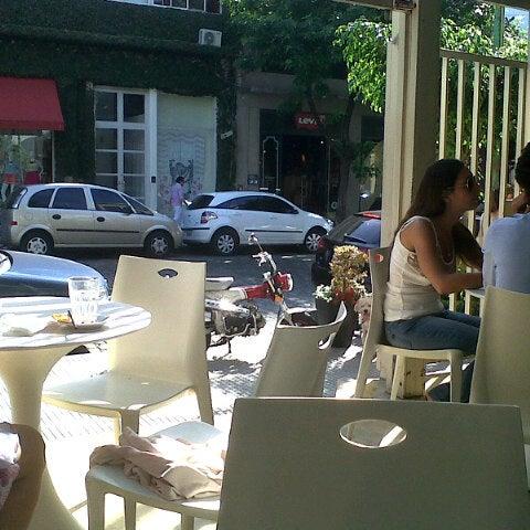 Foto tirada no(a) Mark's Deli & Coffee House por Matías U. em 11/20/2012