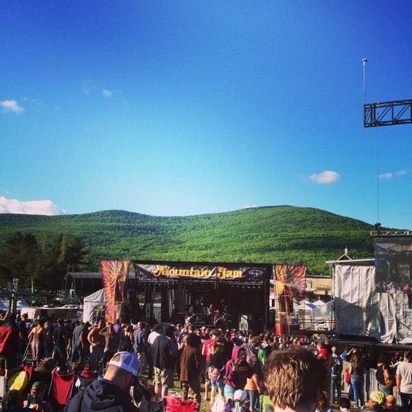 Das Foto wurde bei Mountain Jam von Jordan P. am 6/6/2014 aufgenommen