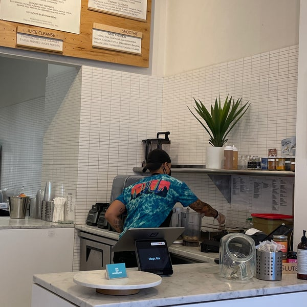 Photo taken at Magic Mix Juicery by Daisy on 8/26/2021
