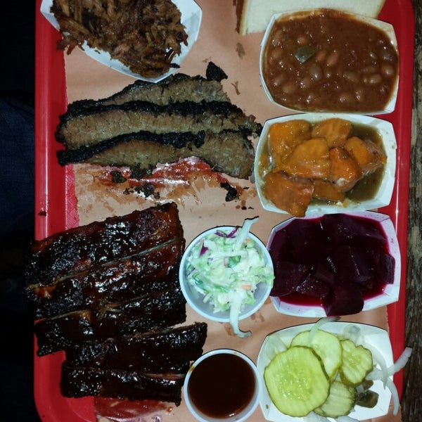 รูปภาพถ่ายที่ Mable's Smokehouse & Banquet Hall โดย Mike G. เมื่อ 6/14/2013