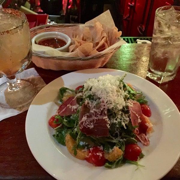 Снимок сделан в Tio Pepe Restaurant пользователем Edward C. 7/16/2016