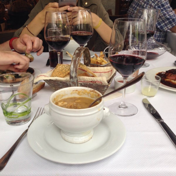 La sopa de cebolla, los caracoles y el filete súper buenos!! Excelente servicio!
