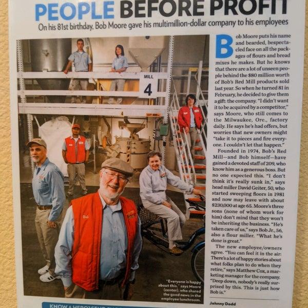 Foto tirada no(a) Bob's Red Mill Whole Grain Store por Nick S. em 3/16/2020