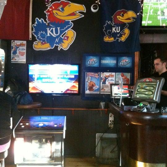 รูปภาพถ่ายที่ Lottie's Pub โดย Darzell B. เมื่อ 10/27/2012
