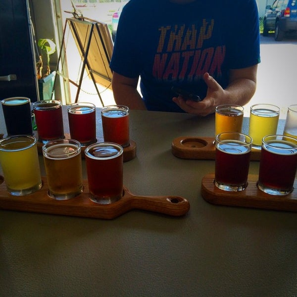 Foto tirada no(a) Frothy Beard Brewing Company por Karli L. em 4/8/2015