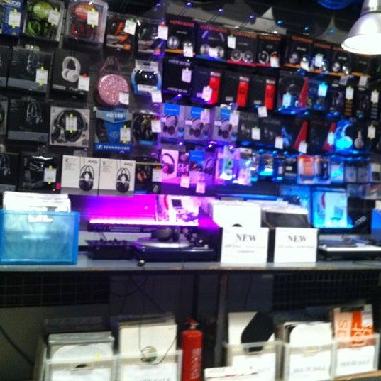 10/3/2012에 ндрей .님이 Baza Record Shop에서 찍은 사진