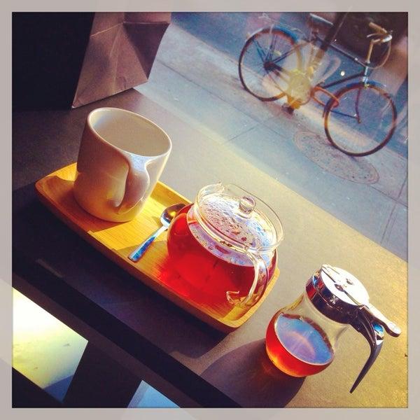 Foto scattata a Gorilla Coffee da Danyel S. il 12/24/2013